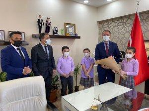 Çocuk Milli Eğitim Müdürü okuluna doğalgaz istedi