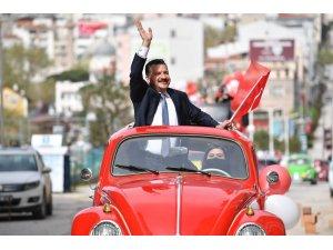 Büyükşehir Belediyesi'nden coşkulu 23 Nisan konvoyu