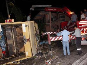 Elektirik diregine çarptı: 2 ölü, 1 kişi akıma kapıldı