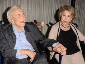 1 yıl arayla kavuştular… Kirk Douglas'ın eşi Anne Douglas hayatını kaybetti
