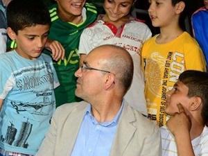 Bakan  Mehmet Şimşek'ten İngilizce imtihanı
