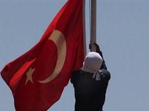 'Bayrak asmayalım, provokasyonları önlemiş oluruz'