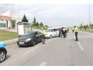 Polislerden sürücülere broşürlü bilgilendirme