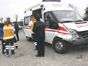 Ambulansın çarptığı yaya hayatını kaybetti
