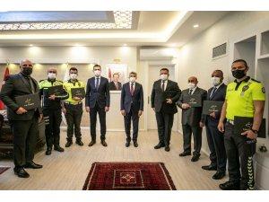 Vali Bilmez'den başarılı trafikçilere belge