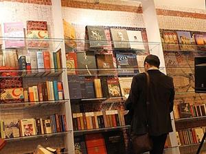 Beyazıt Meydanı'ndaki kitap fuarına büyük ilgi