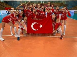 16 Yaş Altı Kız Voleybol Milli Takımı, Portekiz'i mağlup etti