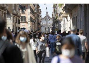 İtalya'da son 24 saatte 10 bin 176 yeni vaka