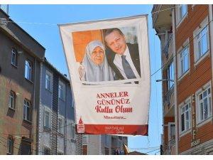 Beyoğlu sokakları şehit annelerinin fotoğraflarıyla donatıldı