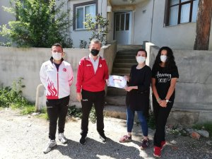 Sinop'ta bilgisiyle yarışan sporcu anneleri ödüllendirildi