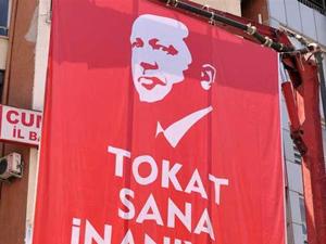 Tokat'ta Erdoğan'ın posteri aşağıya indirildi