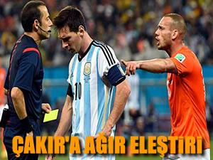 Sneijder, Cüneyt Çakır'ı eleştirdi!