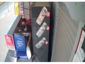 Meşrubat dolabı hırsızı marketçiyi canından bezdirdi