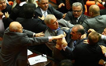 Meclis'te vekillerin kavgası
