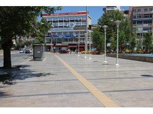 Aydın'da sokaklar boş, tatlıcılar dolu