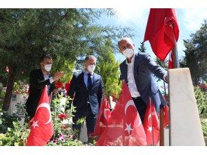 Adalet Bakanı Gül, bir ay önce ölen annesinin mezarını ziyaret etti