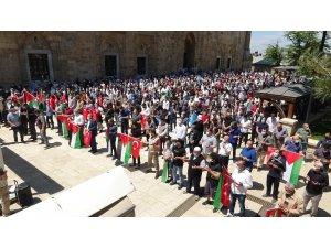 Şehit olan Filistinliler için gıyabi cenaze namazı kılındı