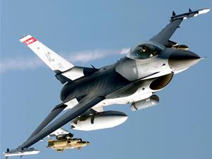Irak savaş uçakları rafineriyi bombaladı