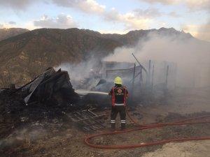 Yusufeli'nde işçilerin kaldığı konteynerde yangın