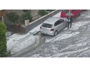 Çekmeköy'de dolu yağışı etkili oldu