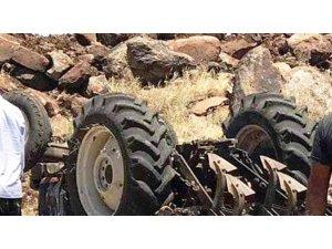 Şanlıurfa'da devrilen traktörün altında kalan çiftçi öldü