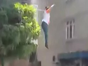 8 aylık hamile kadın balkondan atladı