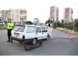 Antalya'da midibüs ile otomobil çarpıştı: 2 yaralı