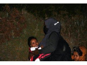 Minik mültecinin mama yerken ki bakışları yürekleri dağladı