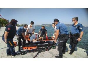 Çanakkale'de denize düşen yaşlı adamı polis kurtardı
