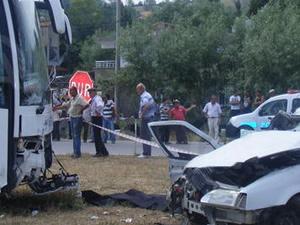 Samsun'da otobüs ile otomobil çarpıştı: 1 ölü, 2 yaralı