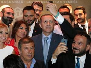 Erdoğan ve Mahmut Abbas'ın bu fotoğrafına tepki yağıyor!