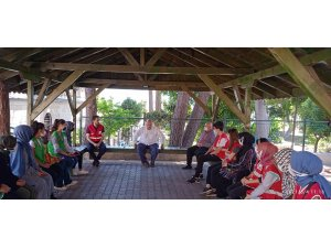 Gönüllü Gençler Tarihi Hoşkadem Camii'nde temizlik yaptı