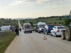 Minibüs ile otomobil çarpıştı: 6 yaralı