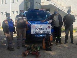 Madenden su motoru çalan şüpheliler yakalandı