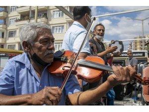 Büyükşehir Belediyesi Roman müzisyenlere destek verdi, Silifke sokakları şenlendi