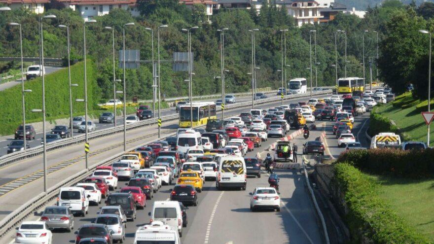 Bin 200 liralık trafik cezasını dava etti kazandı