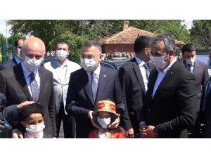 Cumhurbaşkanı Yardımcısı Oktay'dan YHT şantiyesinde inceleme