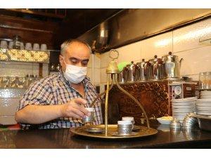 Normalleşme ile birlikte tarihi Tahmis kahvesi kapılarını açtı