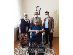 İl Genel Meclis Başkanı Bektaş'tan diyaliz hastasına tekerlekli sandalye
