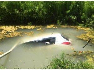 Otomobil sulama kuyusuna gömüldü; 2 yaralı