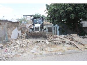 Metruk evler huzur ve güven için yıkılıyor