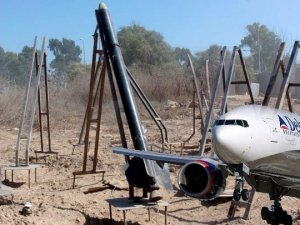 Amerikan uçağına roket şoku!