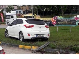 Samsun'da otomobil orta refüje çıktı: 1 yaralı