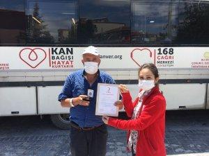 35 kez kan bağışı yapan vatandaşa altın madalya