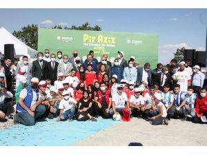 Diyarbakır'daki Pir Aziz Parkı, yamaç paraşütü ve uçurtma festivaliyle açıldı