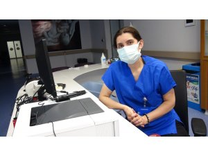Sağlıkçı kadın Covid-19 hikayesini ağlayarak anlattı