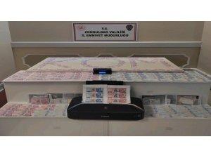 Kalpazanların sahte para oyununu polis bozdu: 2 kişi tutuklandı