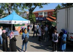 Kartal Belediyesi'den LGS öncesi okullarda maske, su ve dezenfektan ikramı