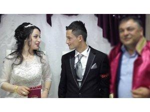 Eşini boğazından bıçaklayarak öldüren adam tutuklandı