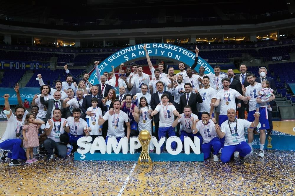 Anadolu Efes, Fenerbahçe Beko'yu 3-0'la geçerek şampiyon oldu